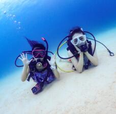 沖縄の海は黒潮の当たる透明度の高い海。