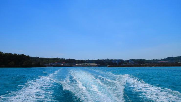 青い海にはボートの白波が似合いますね。あったかいと風も気持ちい!