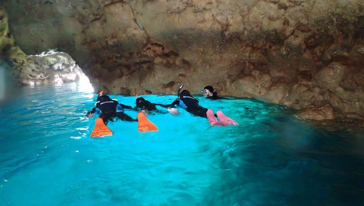 青の洞窟貸し切り状態