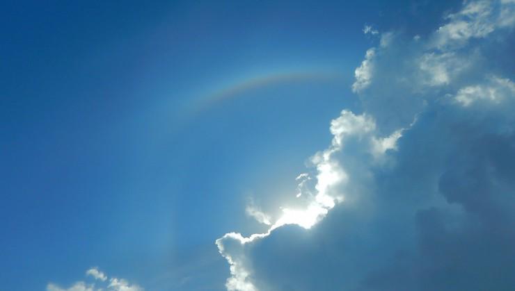 スコール後の空に虹(金武町)