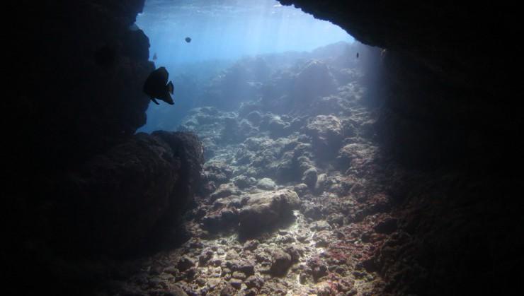 透き通る海(青の洞窟)