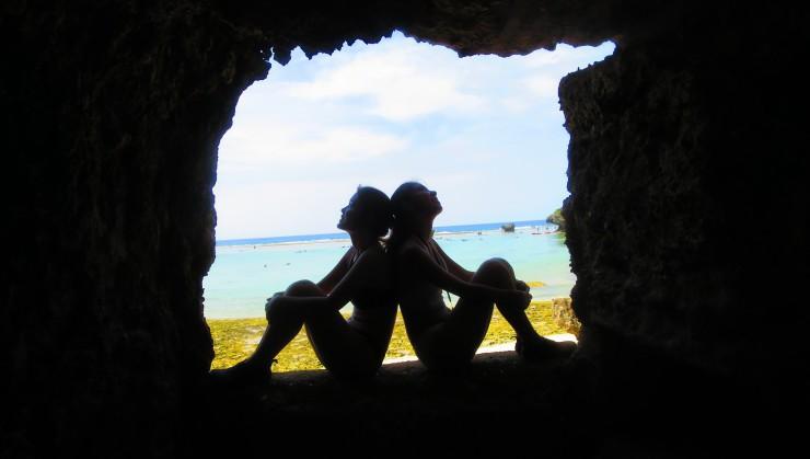 洞窟から見える景色